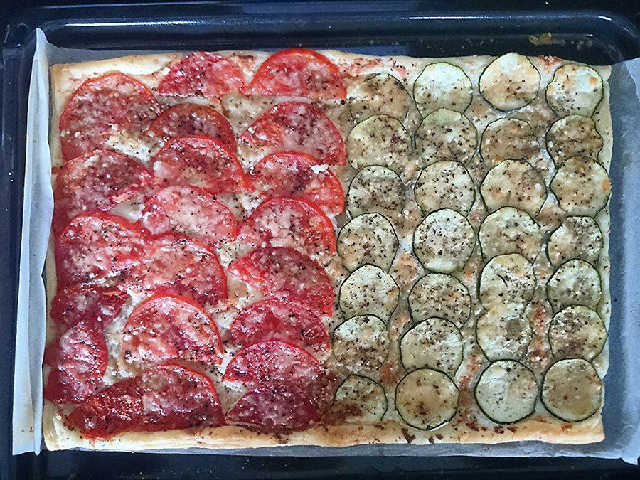 Blätterteig-Zucchini-oder-Tomaten-Snack