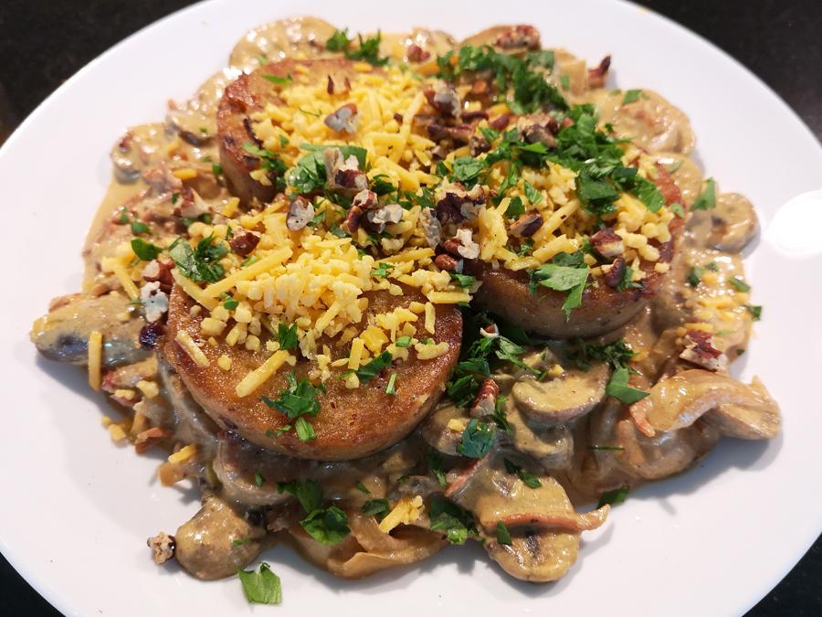 Knödel mit Pilz-Sahne-Sauce